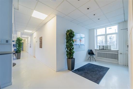 1 - 200 m2 kontorfællesskab, kontor, klinik i København S til leje