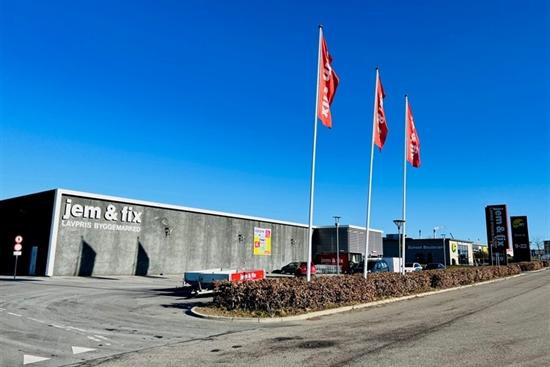 1200 m2 butik, showroom, produktion i Vejle til leje